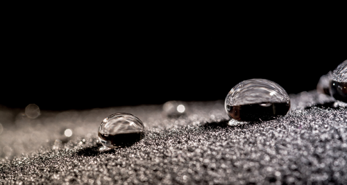 Teaching Super-water-repellent surfaces can generate energy