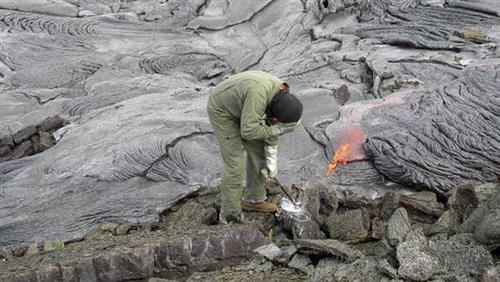 Teaching Hawaii volcano puts on a show, but travelers won't have ringside seats