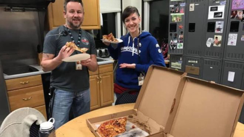 Teaching US shutdown: Canadian air traffic controllers send pizza to US workers