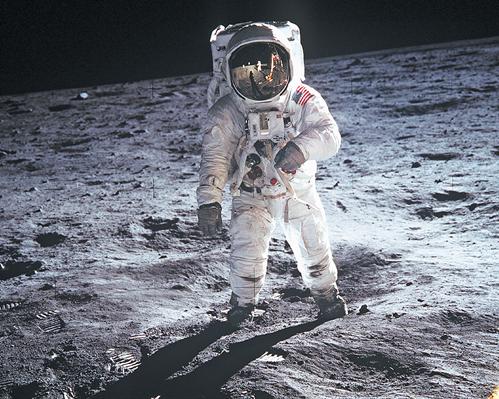 Teaching Apollo to the moon