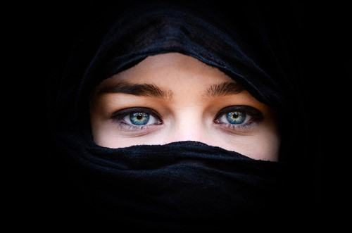 Teaching Seen Through a Veil: The Many Different Meanings of Head Coverings
