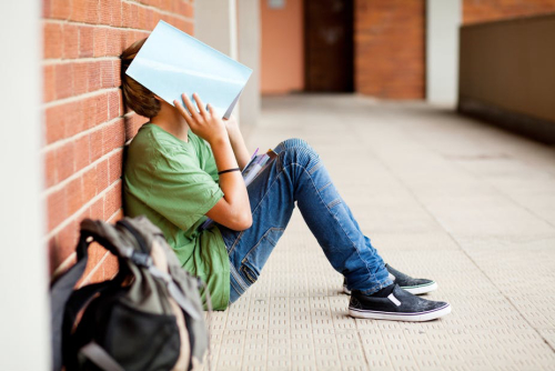 Teaching All the cool kids aren't doing it: teens stink at judging peers' behavior