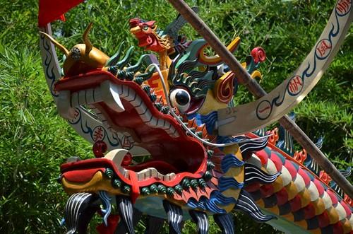 Teaching Dragons race on water
