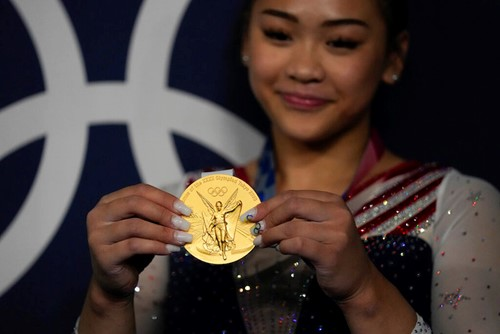 Teaching Lee Is First Hmong American to Win Gold
